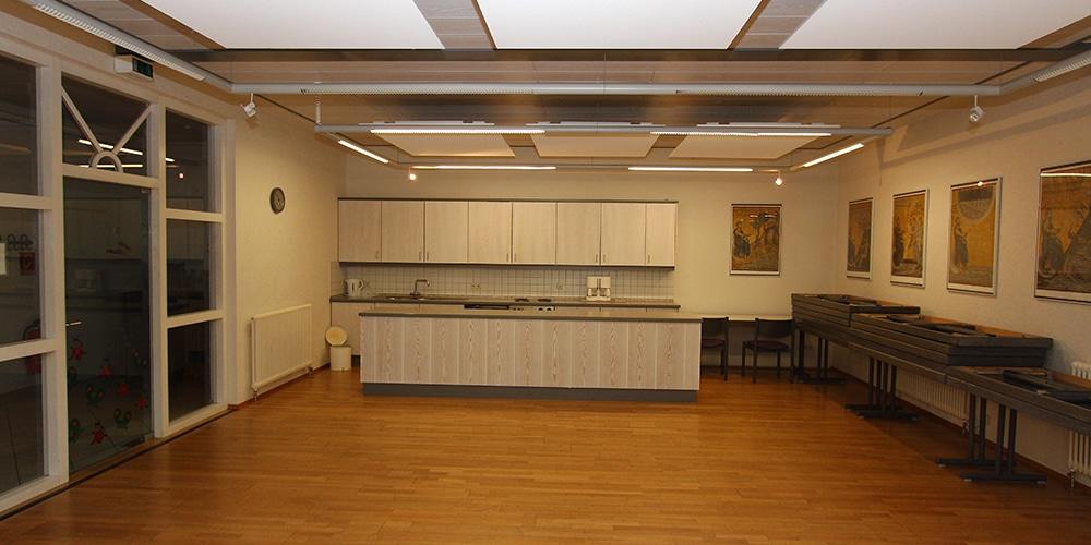 Gemeinderaum mit Küchenzeile
