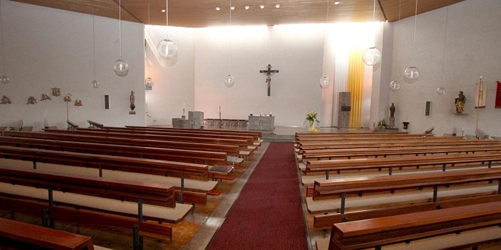 Kirchenraum vor der Renovierung