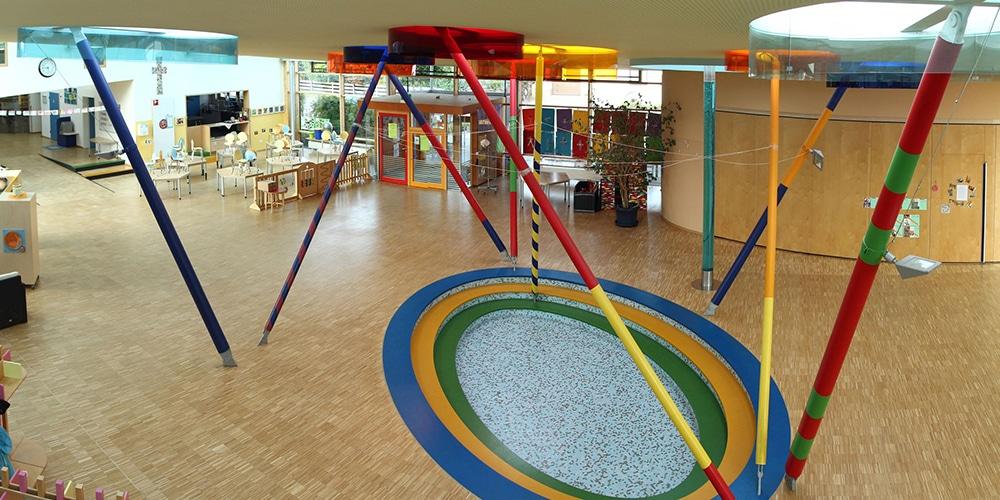 Foyer mit Blick auf Bistrobereich